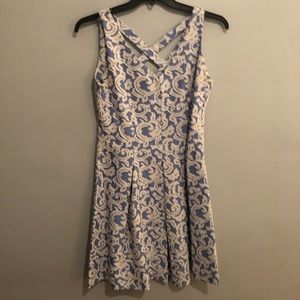 Just Taylor Sleeveless blue and white floral dress